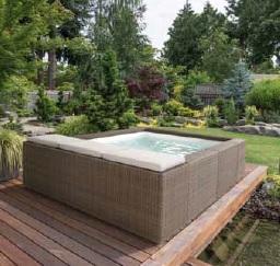 Vendiamo piscine fuori terra e piscine in vetroresina
